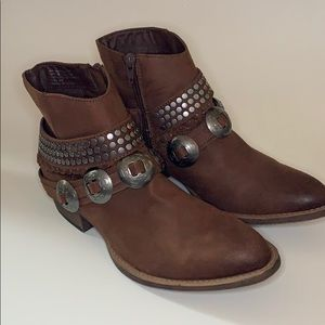 Coconuts by Matisse size 9 brown boots